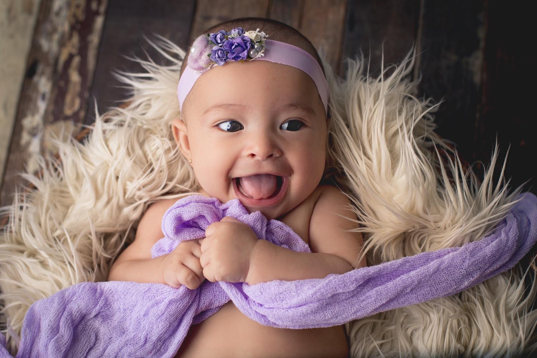 3 Bebe sonriente
